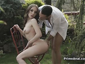 tonguing out gfs rump in the garden