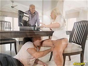 Janna Hicks taking a fat bone in her pussyhole