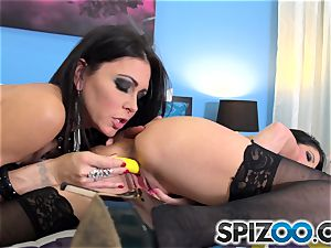 Jessica Jaymes and Dava Foxx getting dirty