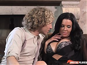 Veronica Avluv gets juice munched off her cunny