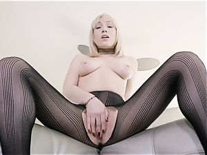 Lily Labeau solo slit play