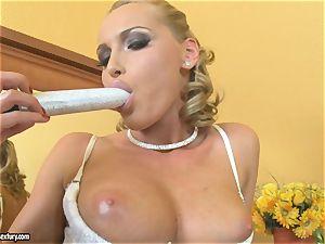 Kathia Nobili blondie dildoing her jug
