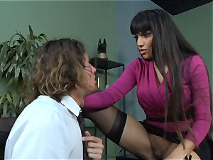 Mercedes Carrera gets an employees sausage deep inwards her