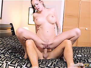 Bad wife Kelly Summer cheats with a dude motel customer