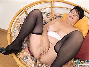 EuropeMaturE Libi provocative Solo Striptease vid