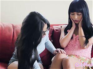 Oriental girl-on-girl orgasms during tribbing