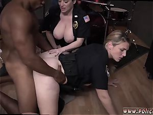 amateur milf glasses wet vid takes hold of cop pummeling a deadbeat daddy.