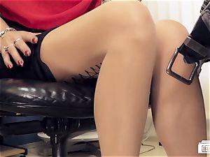 arses BUERO - mummy Lana Vegas in multiracial office romp
