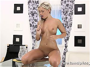 Darling Dido Angel in the douche letting her juice stream