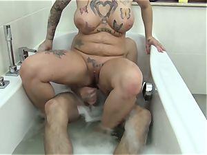 Reife Swinger - German slut rides fuckpole stiff in the bathtub
