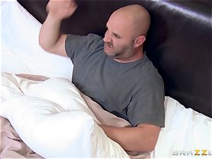 Bridgette B smashes the neighbour