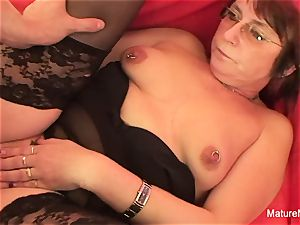 Punky pierced grandmother luvs to deepthroat and penetrate