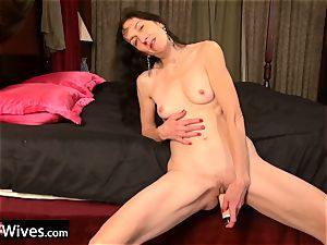 USAwives Solo Mature Penny Jones plaything getting off
