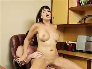 Working woman Mercedes Carrera The Key Sn 3